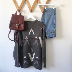 Sweaters - Vintage printed crew neck knit sweater.